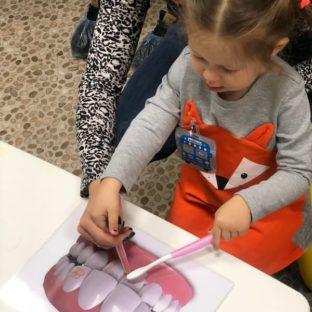 Дети в роли стоматологов (23 декабря 2018): фото