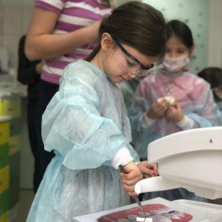 Дети в роли стоматологов (17 марта 2019): фото