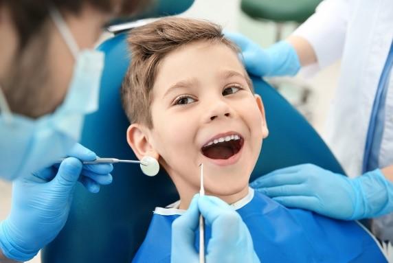 Удаление молочного зуба: фото